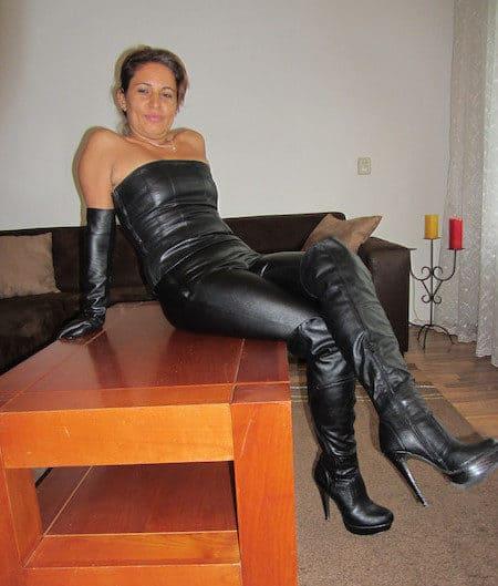 Hausfrau sucht private BDSM Sexkontakte